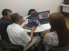 Foto: Professor Euler com os Analistas de TI Daniel e Vivian.