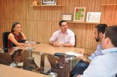 Reunião discute projeto de Libras para capacitação de colaboradores