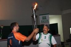 Passagem da chama, para condução até a pira pelo servidor Miguel Camargo
