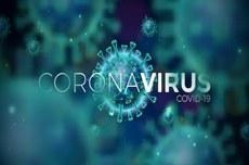 """Pra cego ver: ícones representativos do formato do novo vírus e escrito """"Coronavirus Covid-19"""" ao centro. Fim da descrição"""