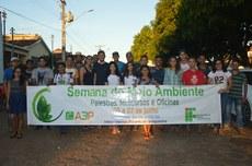 Acadêmicos do curso de Agronomia durante Caminhada Ecológica