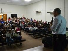 Professor Alexandre Modesto durante visita