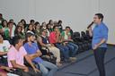 Reitor durante momento com os estudantes
