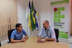 Reitor em exercício recebe estudante do Campus Araguaína