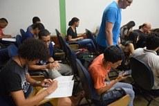 Momento de interação entre estudantes