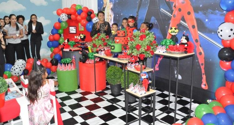 Estudantes de Eventos unem educação e solidariedade e realizam festa de aniversário dos sonhos para criança carente