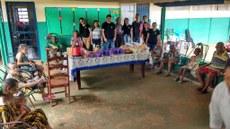 Estudantes e idosos do Asilo Tia Angelina, durante café da manhã