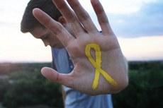 No mês de setembro há uma data especial que tem como objetivo reforçar o debate sobre o tema, é o dia 10, em que se comemora o Dia Mundial de Prevenção do Suicídio. O laço amarelo simboliza a data. Fonte: Flickr