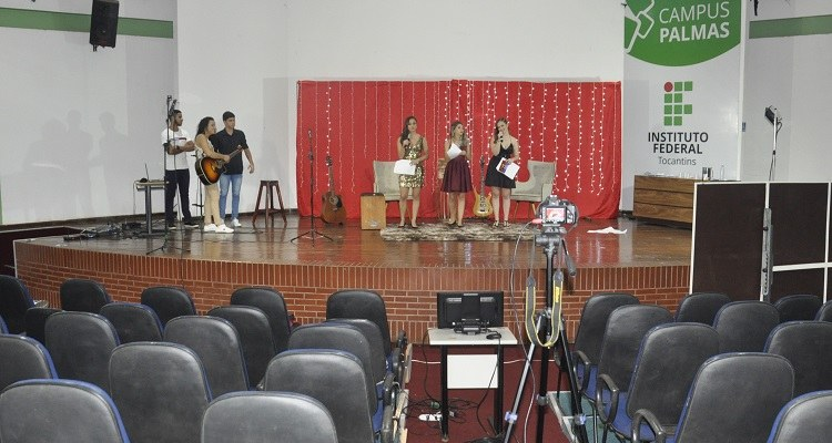 Estudantes emocionam e divertem público em Show de Talentos online: live já alcançou quase duas mil visualizações